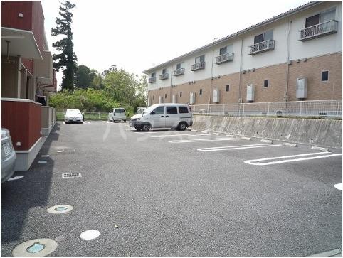 ベルニーム 02010号室の駐車場