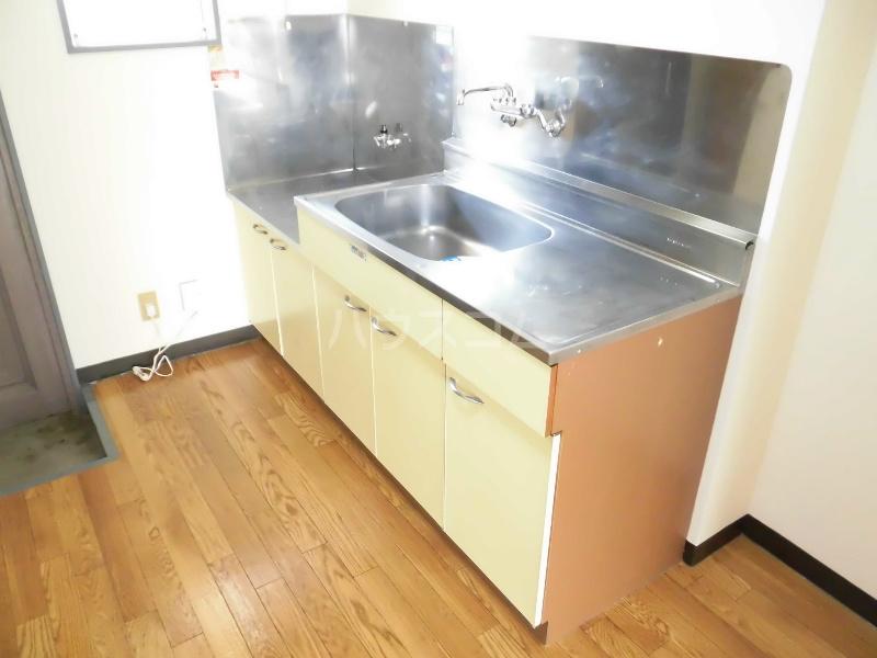 ベストライフ八洲 106号室のキッチン