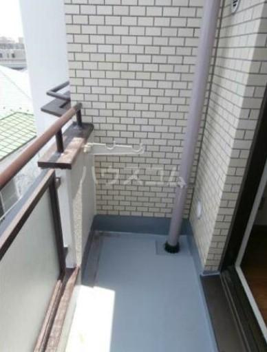 メゾン・ド・セプトル 304号室のバルコニー