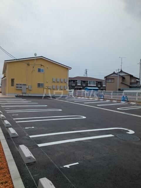アルジャン 02020号室の駐車場