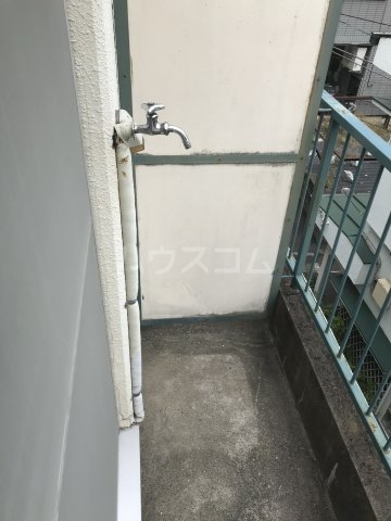プチメゾン上大崎 303号室のバルコニー