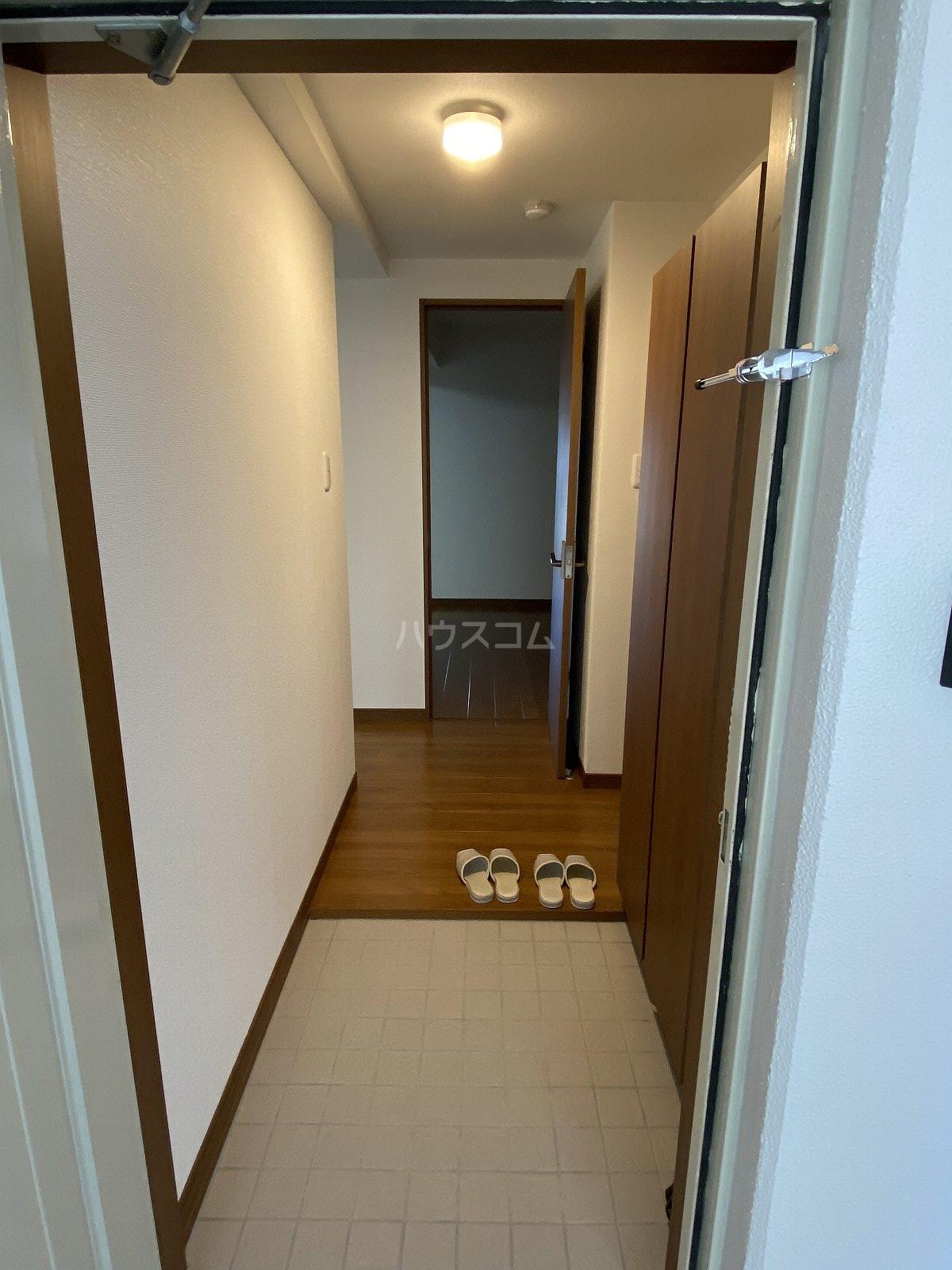 サンパレス鷹匠 702号室の玄関