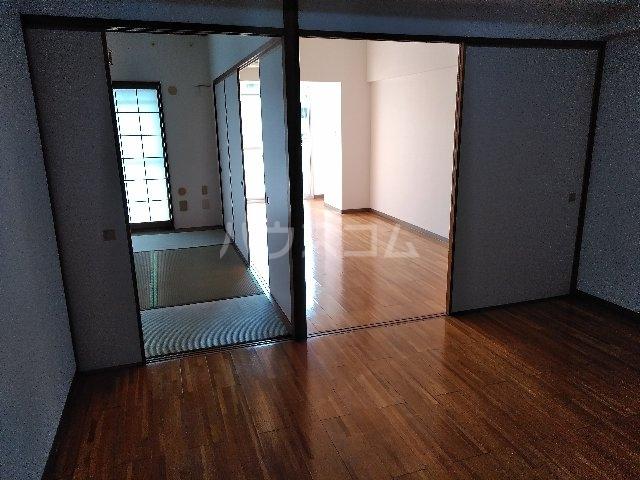 サンスクエア川崎2号館 602号室のリビング