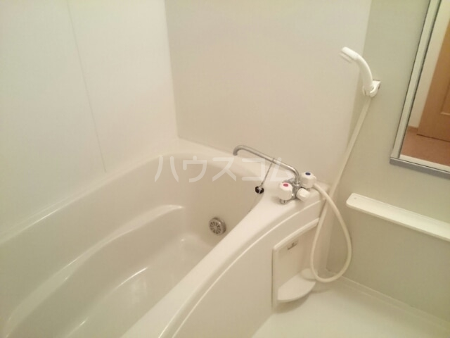 メルヴェールナカムラ壱番館 01010号室の風呂