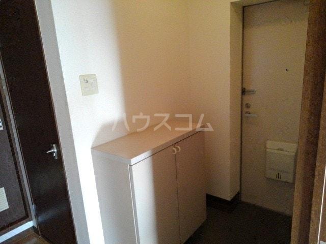 グリュークアネックス A 02020号室の玄関