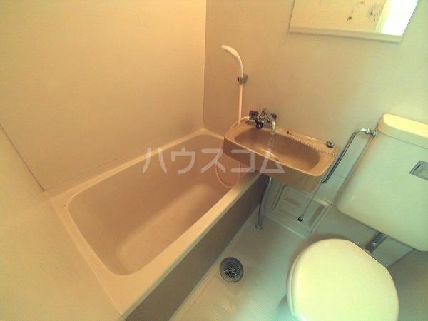 コーポチェリー 102号室の洗面所