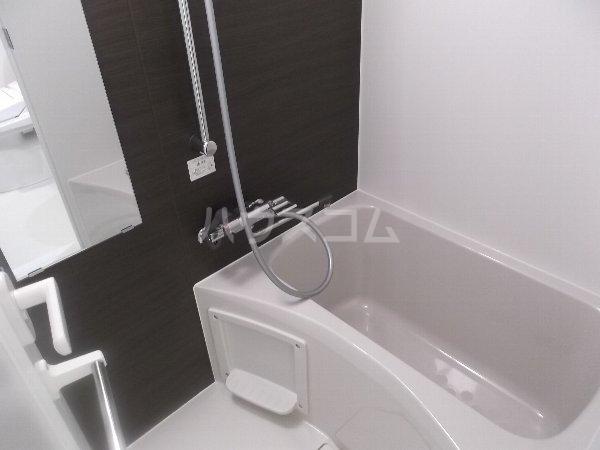 レアライズ綾瀬 406号室の風呂