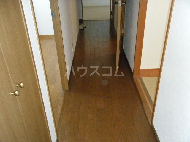 ルイシャトレ百草園ヒルズB棟 7F号室の玄関