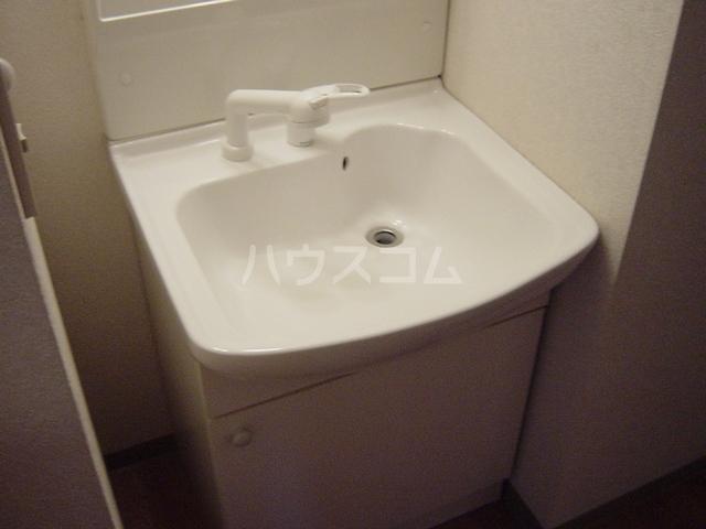 エル・アール 105号室の洗面所