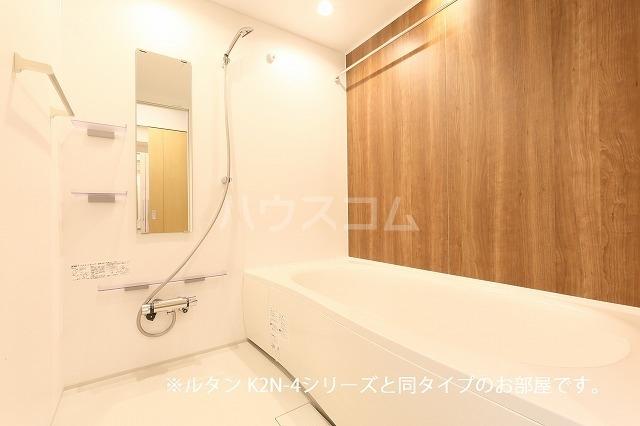 グランド・ヴィラ 01020号室の風呂