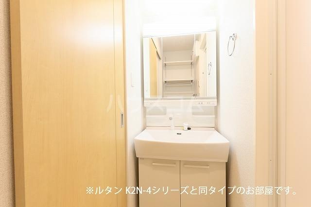 グランド・ヴィラ 01020号室の洗面所
