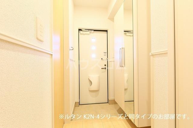 グランド・ヴィラ 01020号室の玄関