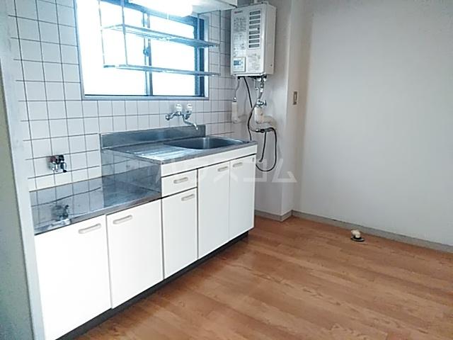 カーサみどり台 B棟 201号室のキッチン