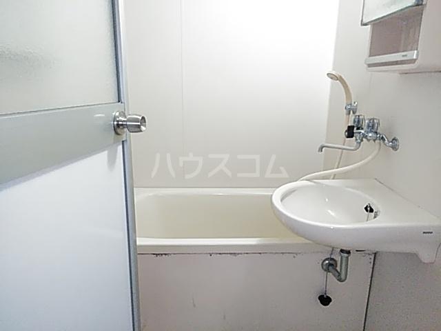 カーサみどり台 B棟 201号室の風呂