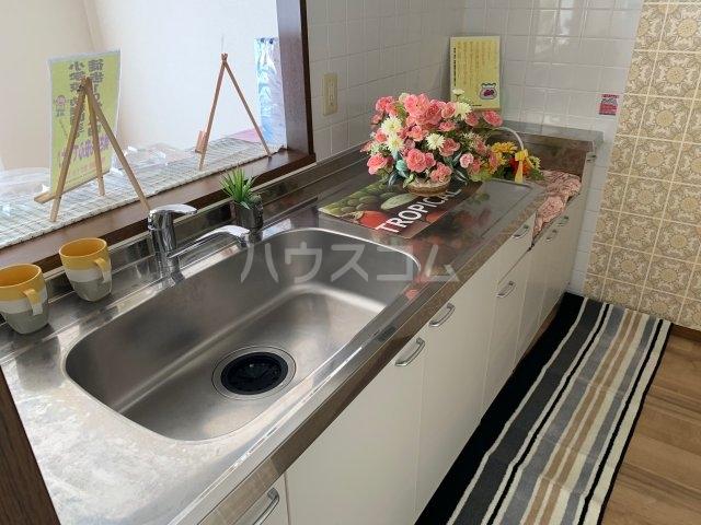 グランドエンブレム横浜 404号室のキッチン