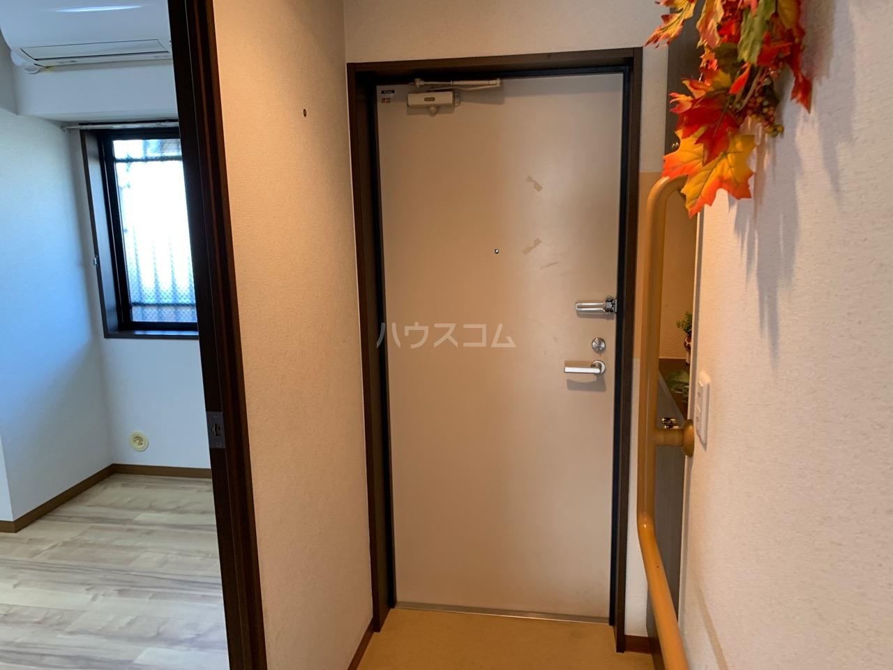 グランドエンブレム横浜 404号室の玄関