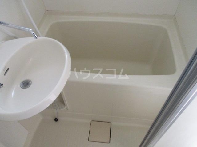 アゼリアKⅠ 101号室の風呂