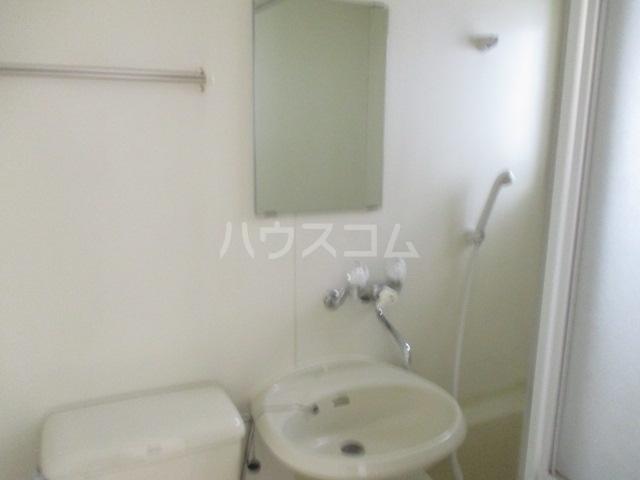 アゼリアKⅠ 101号室の洗面所