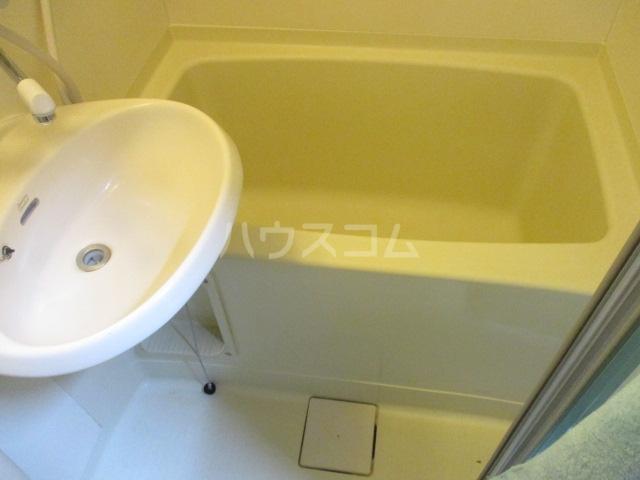 アゼリアKⅠ 106号室の風呂
