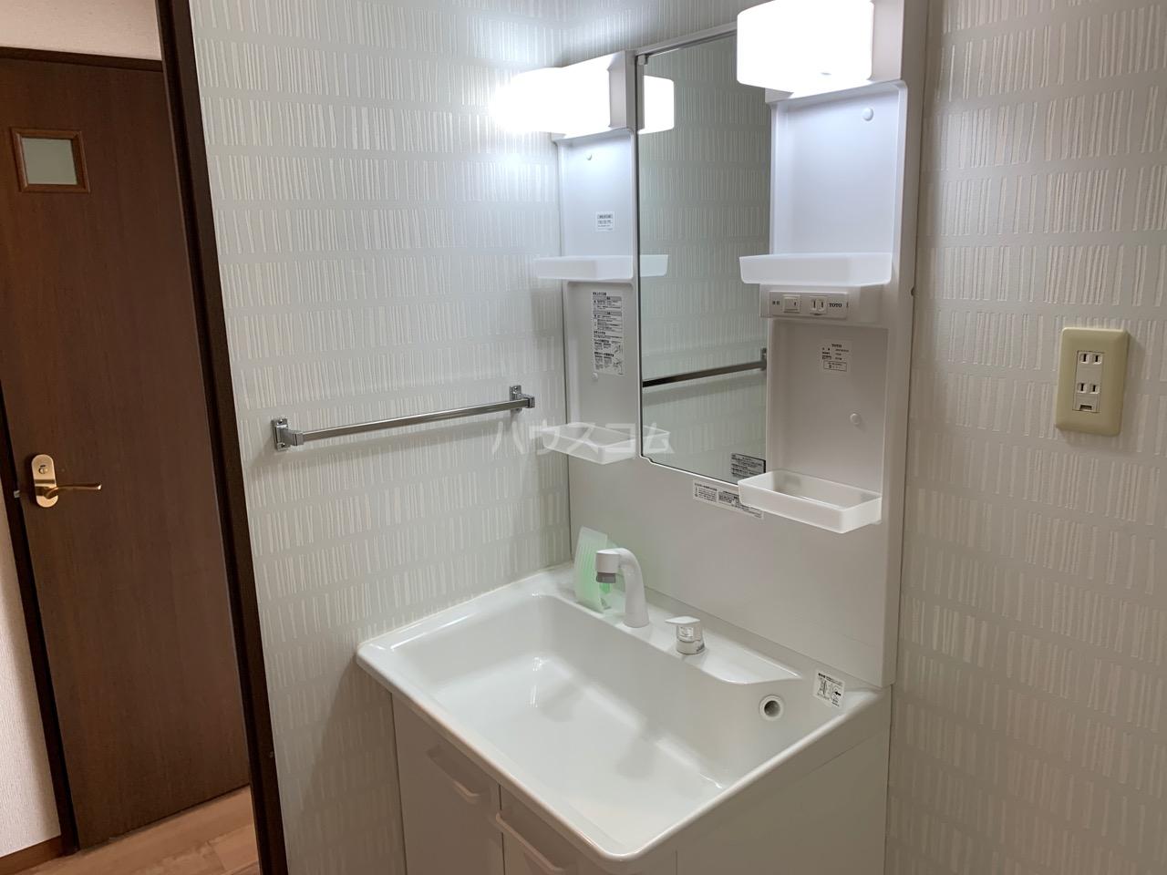 グランドエンブレム横浜 502号室の洗面所