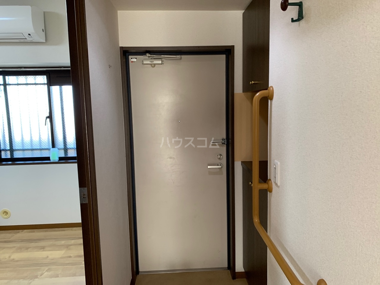 グランドエンブレム横浜 502号室の玄関