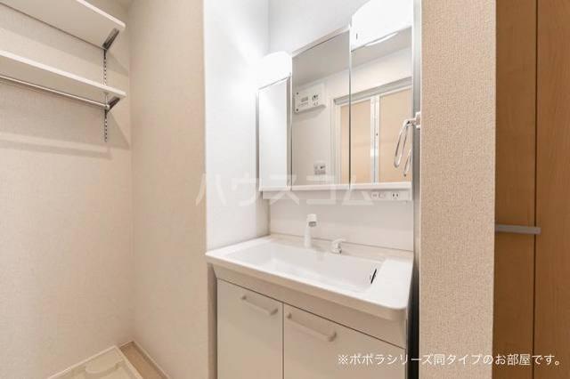 ホロンファーヒル 01020号室の洗面所
