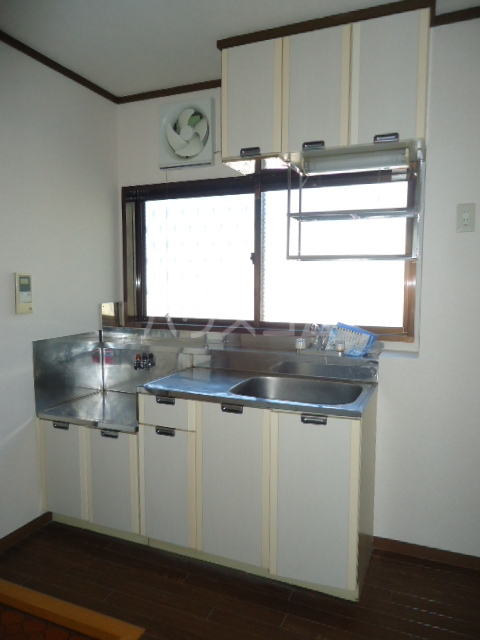 ベルデ表山 201号室のキッチン