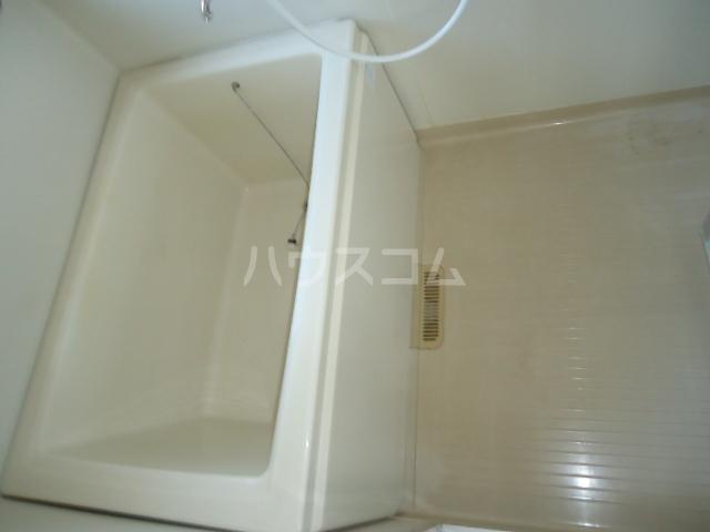 ベルデ表山 201号室の風呂