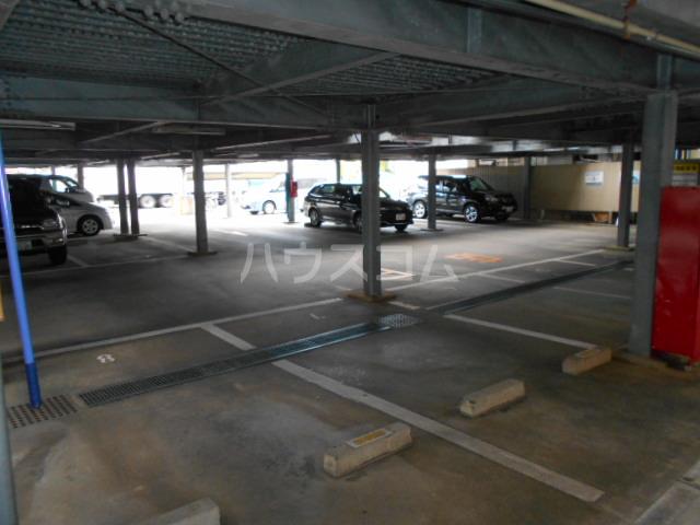 アパートメントハウス朴の樹 601号室の駐車場