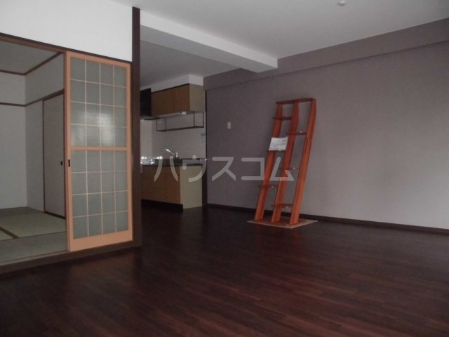アパートメントハウス朴の樹 601号室のリビング