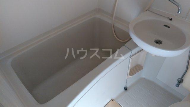 ホワイトハウス日野 102号室の風呂