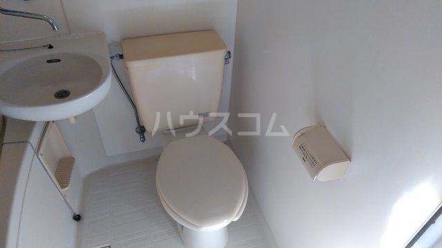 ホワイトハウス日野 102号室のトイレ