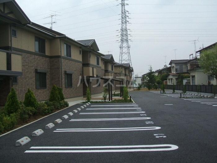 マローネ B 201号室の駐車場