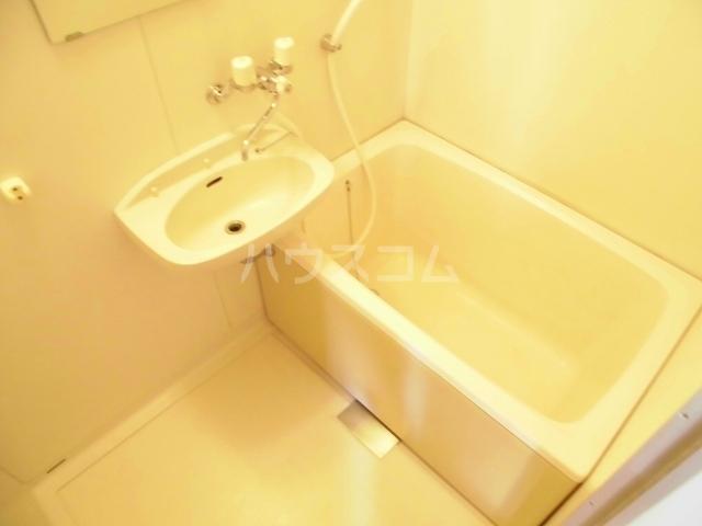 メゾンセントポーリアB 01030号室の風呂