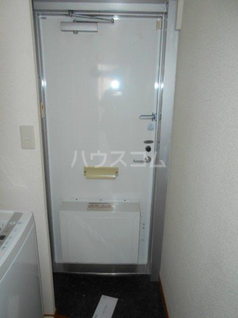 レオパレス小町A 103号室の玄関