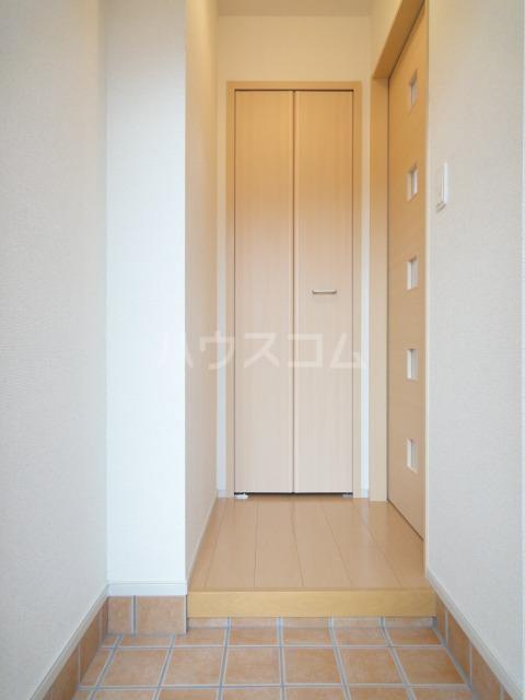 シャスタ トレンド 01020号室の玄関
