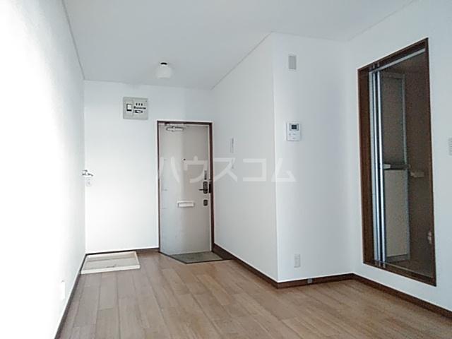 ファーストヒル江田 102号室のリビング