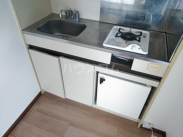 ファーストヒル江田 102号室のキッチン