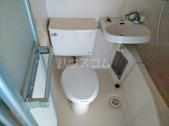ファーストヒル江田 102号室のトイレ