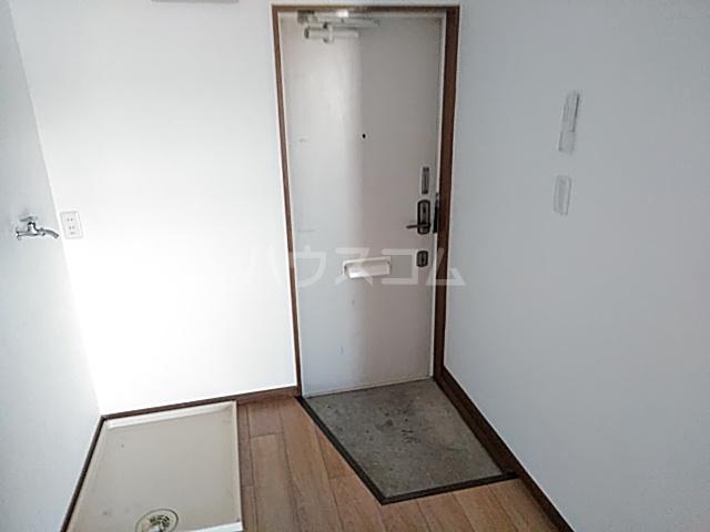 ファーストヒル江田 102号室の玄関