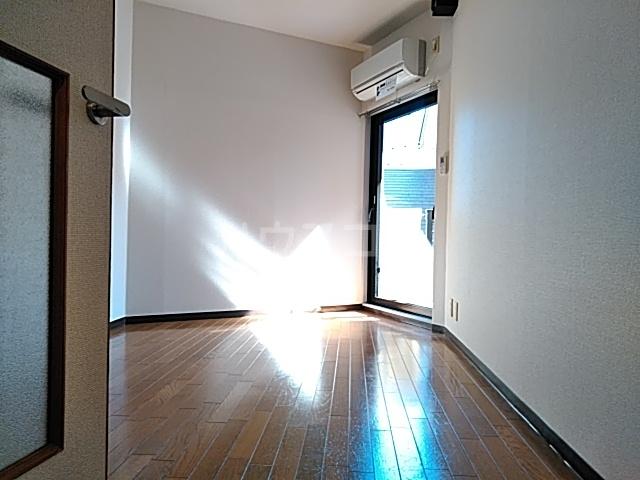 セントヒルズ橋本 207号室のリビング