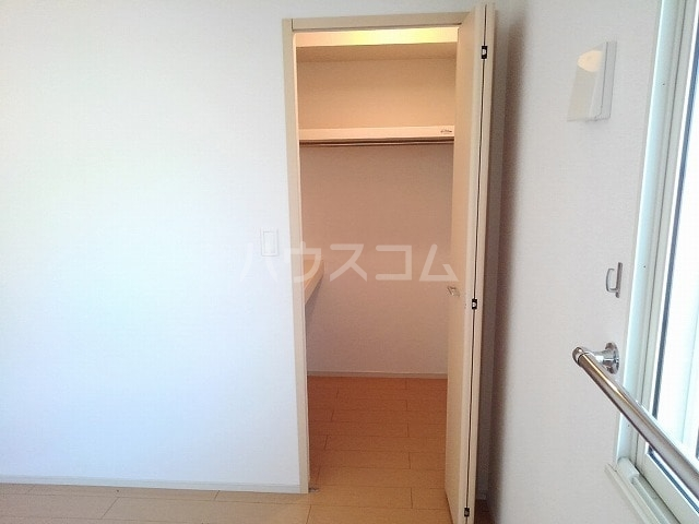 ヒル ヴィレッジ 02020号室の収納