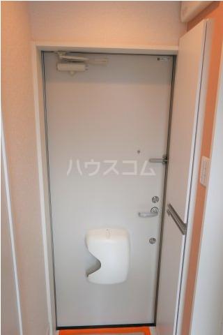 根岸スパイスガールズ 201号室の玄関