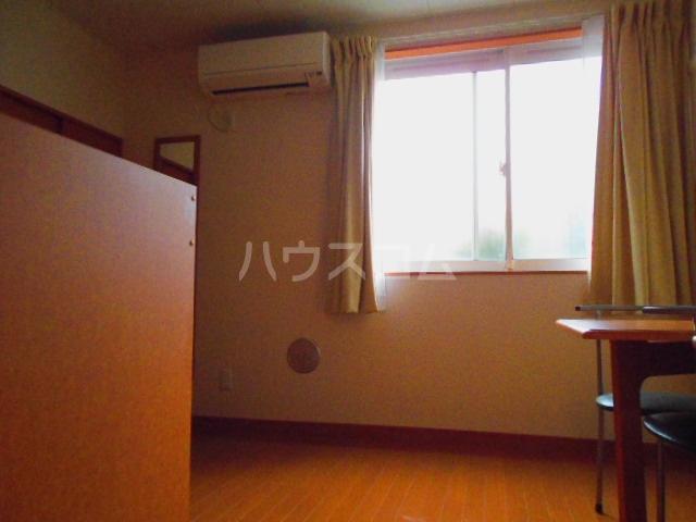レオパレスボヌール 101号室のリビング