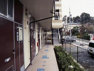 レオパレスWINS寺尾 303号室のエントランス
