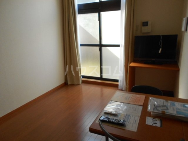 レオパレスWINS寺尾 303号室の居室