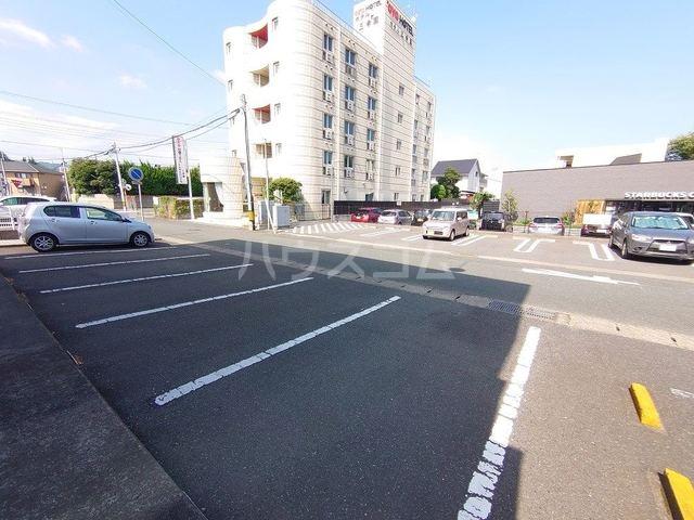 レジデンス海野 02010号室の駐車場