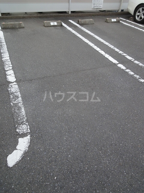プリムロ-ゼ B 02020号室の駐車場