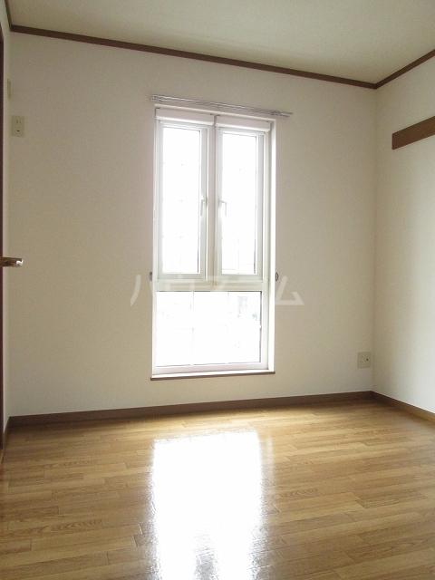 プリムロ-ゼ B 02020号室の居室