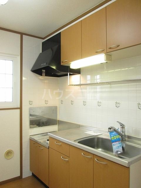 プリムロ-ゼ B 02020号室のキッチン